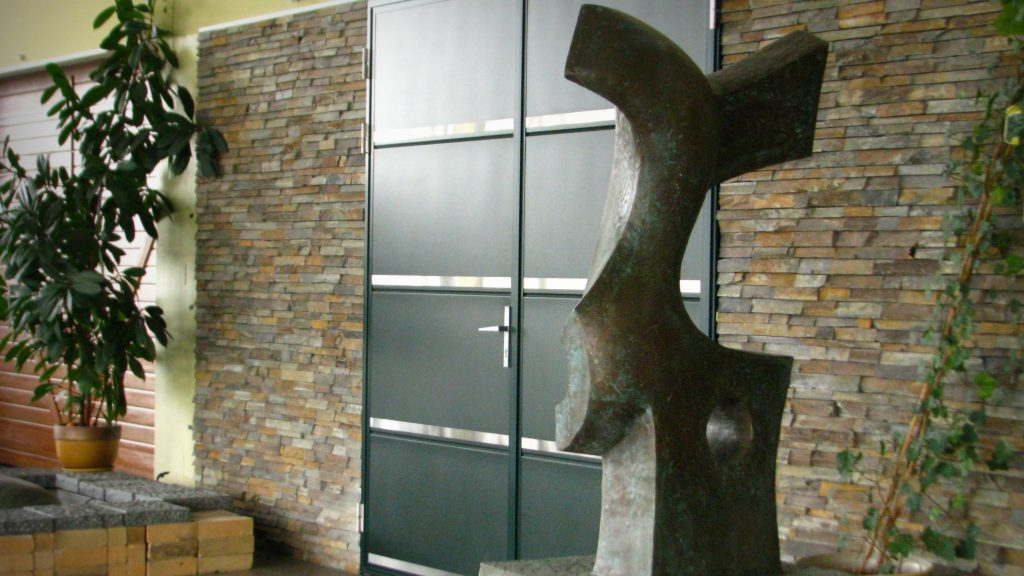 Bronzinė skulptūra šuolis