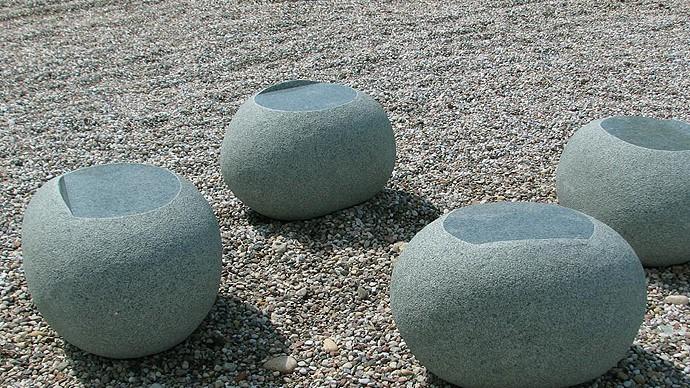 Žalias akmeninis krėsliukas