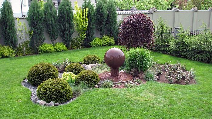 Rutulys-fontanas augalų oazėje