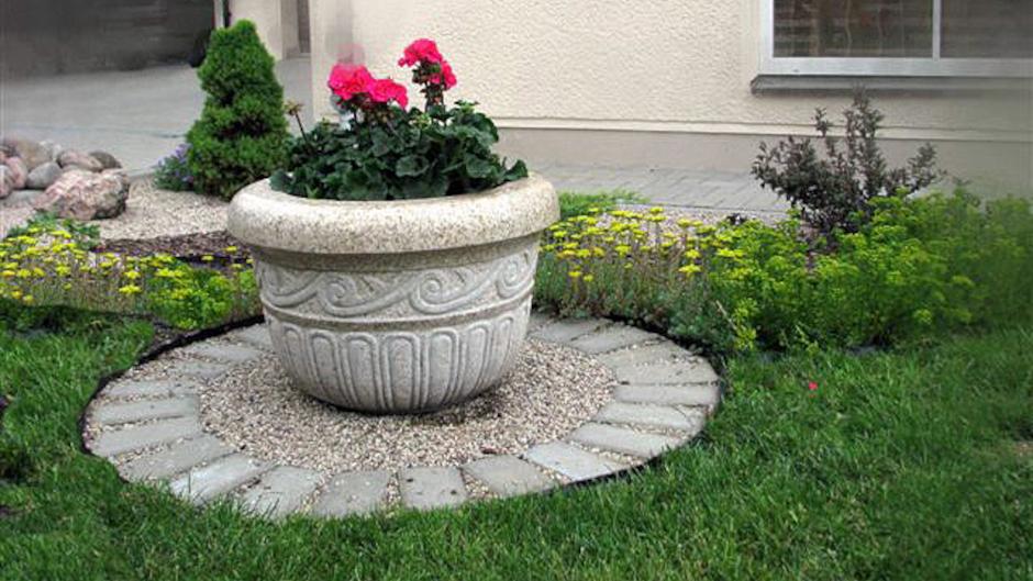Granito vazonas su ritmišku ornamentu